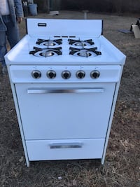 24 inc tapped  gas stove good cond. Oakdale, 11769