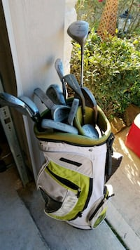 Golf clubs and Wilson golf bag Cypress, 77433