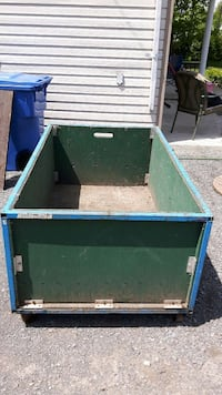 green wooden box container Saint-Lin - Laurentides, J5M 2P7