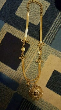 gold-colored chain necklace with pendant Winnipeg, R3L