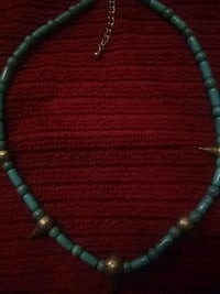 green and white beaded necklace 2270 mi