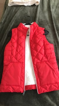 Red zip-up vest 424 mi