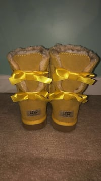 Yellow UGG boots Frederick, 21702