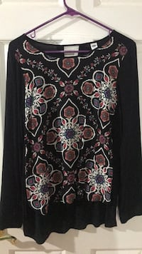 Black and pink floral print long sleeve shirt Lenoir City, 37771