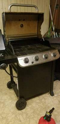 black and gray gas grill 44 km