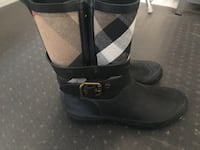 Women's Burberry rain boots. Size 8. Mississauga