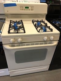 GE off white gas range in excellent conditions Baltimore, 21223