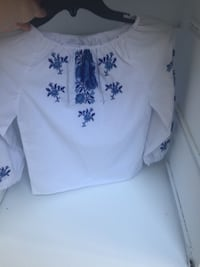 White and blue floral crew-neck long-sleeved shirt