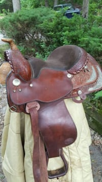 brown and black horse saddle New Freedom, 17349