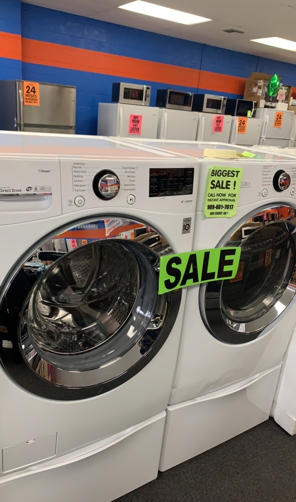 Photo White front load LG Washer & Dryer set with pedestals