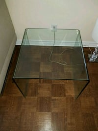 Glass table from structube excellent condition Montréal, H3H 1A1