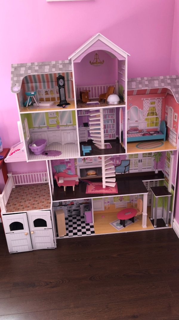 pink and white plastic dollhouse