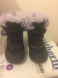 black-and-gray velcro snow boots Toronto, M6L 1R7