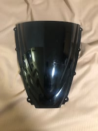 Front windshield for motorcycle