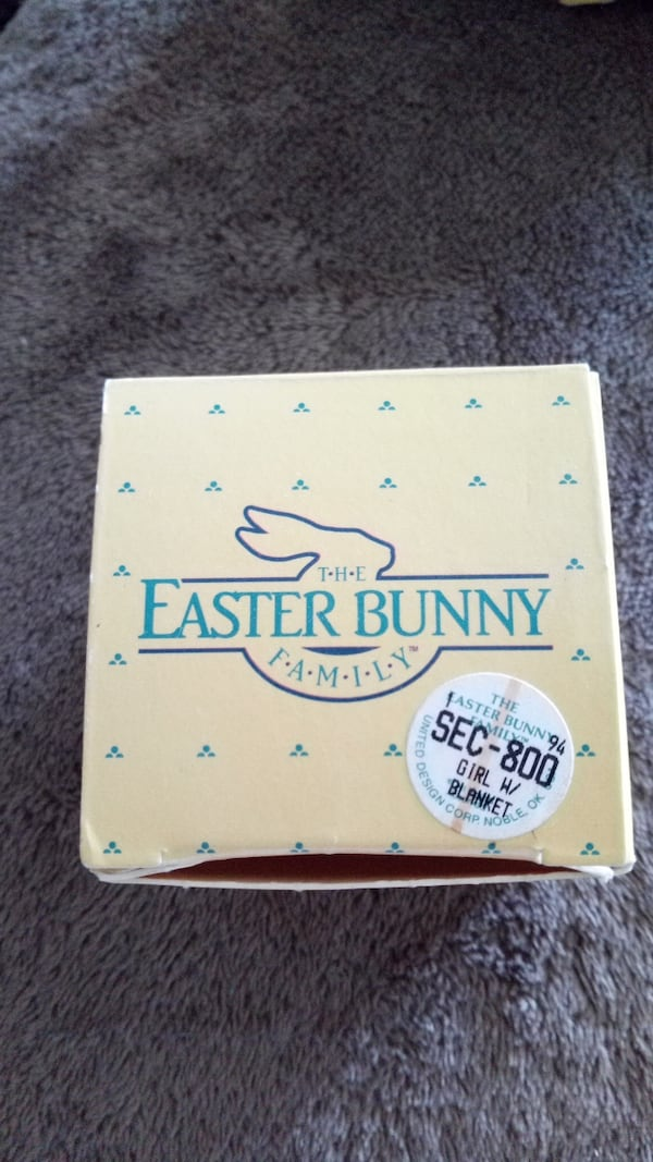 The Easter bunny family d9227020-ea91-4861-9a19-342f85b7b345