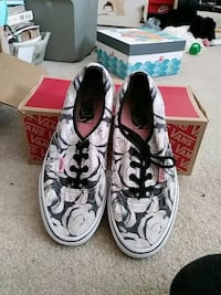 pair of white-and-black low top sneakers Anaheim, 92807