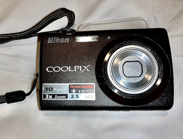 Nikon Coolpix s220 with extras!!! b9146267-1eab-4896-9a3c-aa7fb497f573