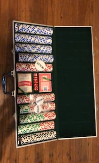 500 piece poker chip set with cards and buttons in metal case. Nashville, 37206