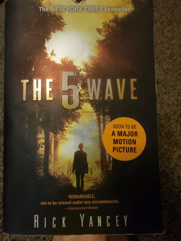 The 5th Wave book by Rick Yancy