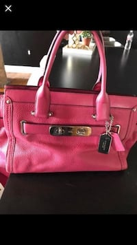 Pink leather Coach tote bag gently used brand new paid $560 Dallas, 75215