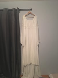 Bohemian style wedding gown.   Perfect condition, size 12 Calgary, T2H