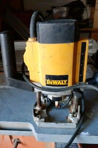 Electronic plunge cutter router