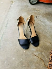 pair of black leather open-toe heeled sandals Crowley, 76036