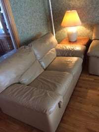 2 leather couches (loveseat and 3-seater) Laval, H7G 3Z4