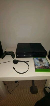 Xbox one with games North Vancouver, V7K 2E5