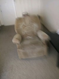 Rocking recliner is in good shape Maryville, 64468