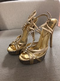 Pair of silver-colored open-toe heels Milton