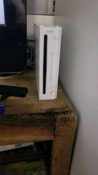 nintendo wii.  comes with all cords. Porterville, 93257