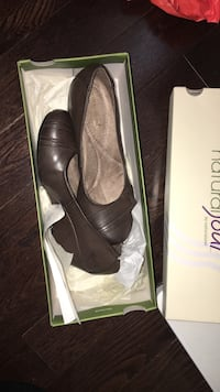 pair of brown leather heeled shoes Toronto, M1L 0A2
