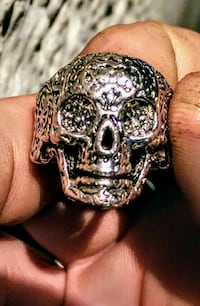 silver-colored skull ring