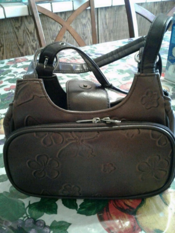 Purse used in good condition Brown color