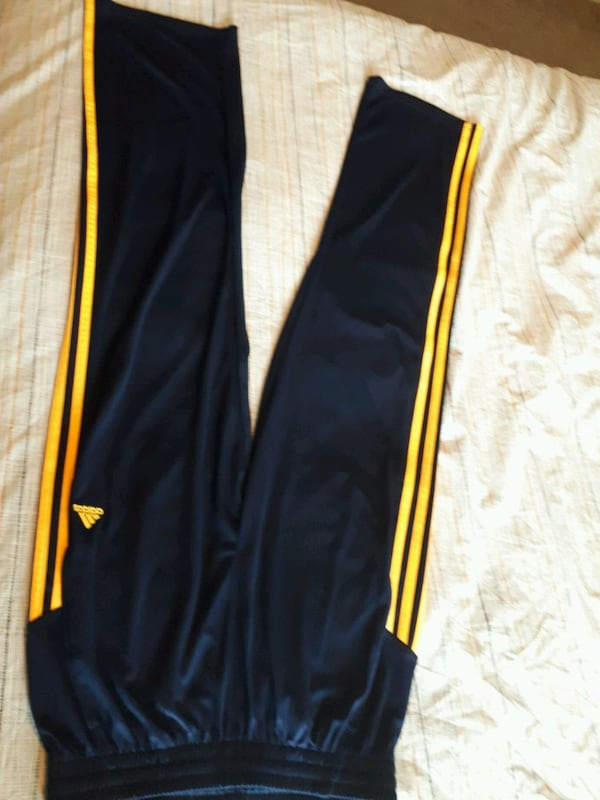 New jeans and sports pants d701f7a1-c436-4081-8e36-af9491152712