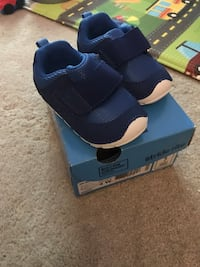 New Stride Rite Shoes baby size 4 pickup South Downers Grove Downers Grove, 60516