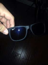 Ray bands, polarized, very good condition no scratches cash only the price is negotiable no trades whatsoever Bakersfield, 93311