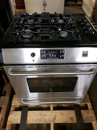 Fridgeaire gallery professional series gas stove Grimsby, L3M 1X6