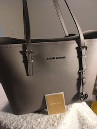 Authentic And Brand New leather Original Michael kors large tote ( Original price is $278+tax)
