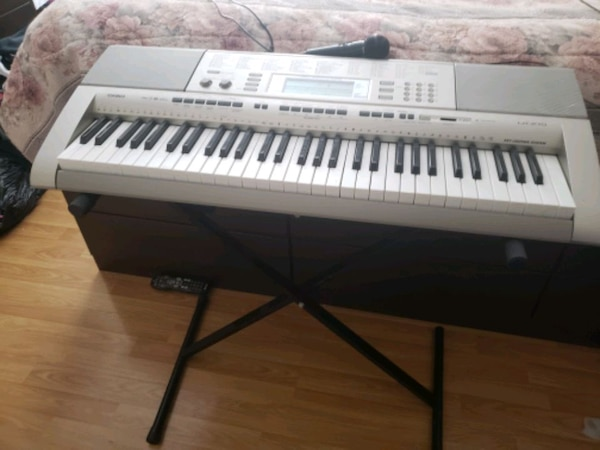 gray and white electronic keyboard 3