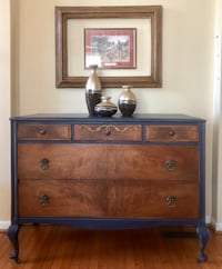 Antique dresser  24 km