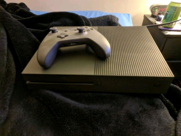 Xbox one S Army green & games