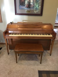 Baldwin upright piano with bench Dayton, 45459