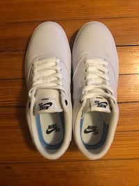 Nike woman's shoes size 7.5 Mount Airy, 21771