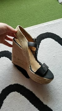 unpaired brown and black open-toe wedge