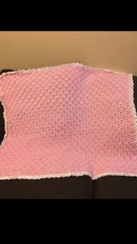 White and pink knitted