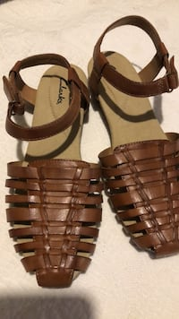 Clarks Ladies Leather sandals size  9 med Amarillo, 79106