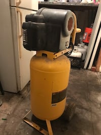 Dewalt compressor 15 gal Los Angeles, 90026