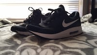Pair of black nike low-top sneakers Killeen, 76543
